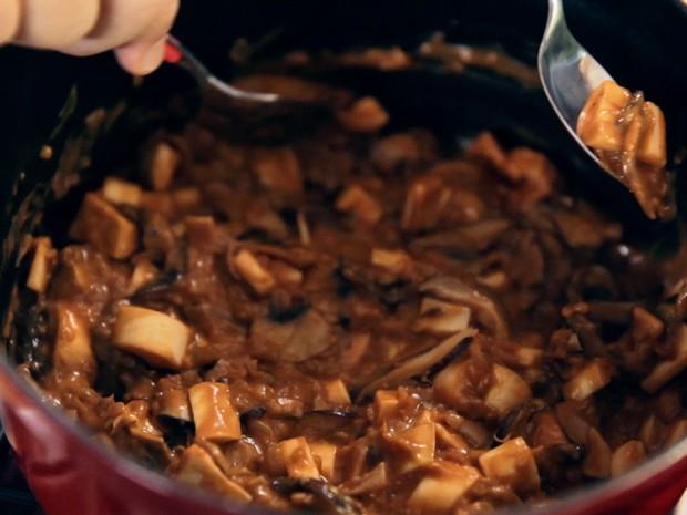 Estrogonofe de cogumelos com palmito pupunha