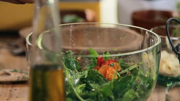 Salada de azedinha da Bela Gil