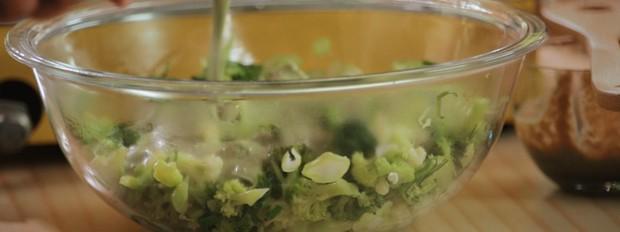 Salada primavera com molho verde