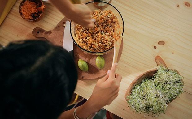 Salada de cevadinha e lentilha germinadas