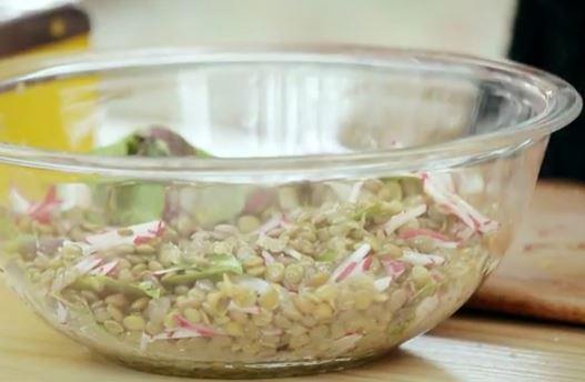 Salada de lentilha com manjericão