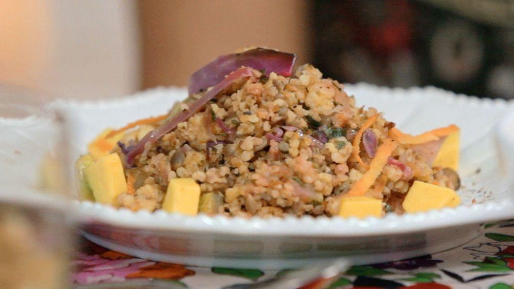 Mix de painço com legumes, abacate e semente de girassol