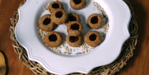 Cookie integral com geleia de morango