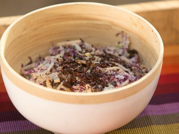 Salada de yacon com maionese de castanha e mostarda
