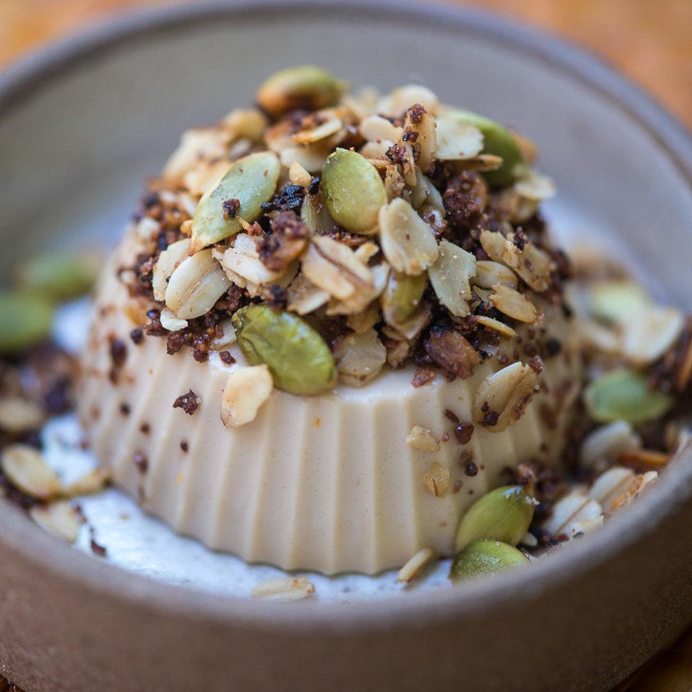 Gelatina de amendoim com granola de cupuaçu